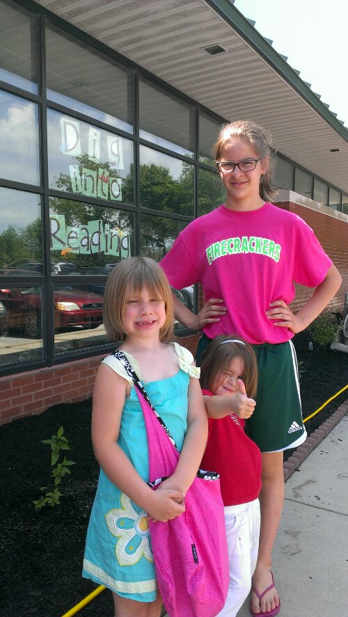 Three girls in front of library | The First Sign of Summer | Making the Most Blog
